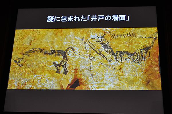 ラスコー洞窟内でもっとも深い位置に描かれ、謎に満ちた「井戸の場面」。槍が刺さり腸のはみだしたバイソンに倒れている鳥人間、そしてケサイ。写実的な絵が多い壁画にあって、この絵はつながりのある1シーンを描いているかのよう