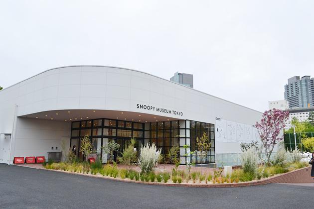 大都会の真ん中にぽっかりと現れる静かな環境に、本家「シュルツ美術館」を思わせる佇いの『スヌーピーミュージアム』