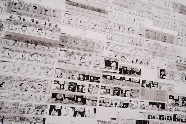 「3Dピーナッツ」は、1951年〜1975年に描かれた4,452枚ものコミックを立体的に展示。「遠くから、近くから、それぞれ異なる表情を楽しめる」とジーンさん