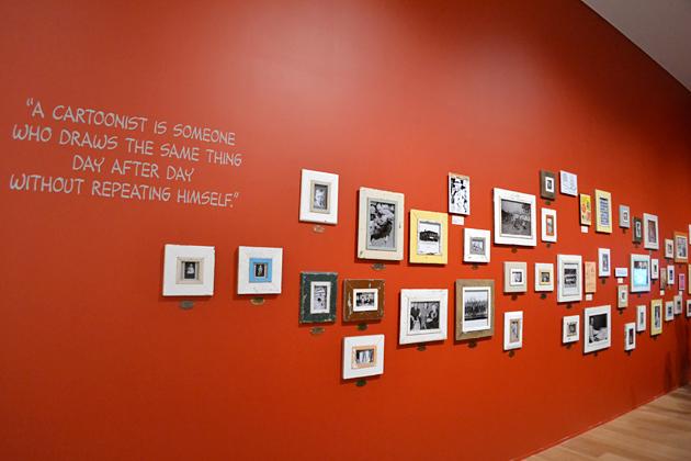赤い壁側にはチャールズ M シュルツ氏の幼い頃からの写真が展示