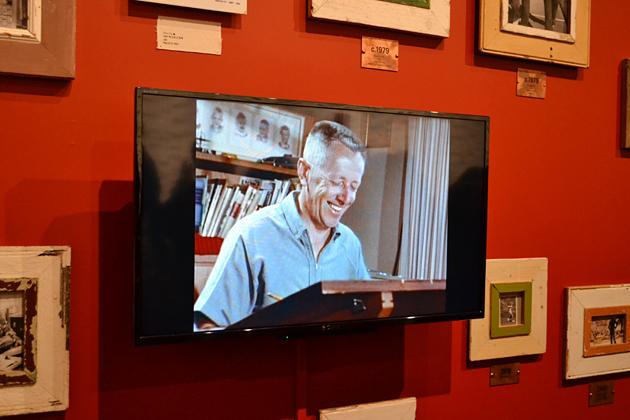 ジーンさんがおすすめするチャールズ M シュルツさんの記録映像。シュルツ氏が絵を描いている様子を見られるのは、大変貴重