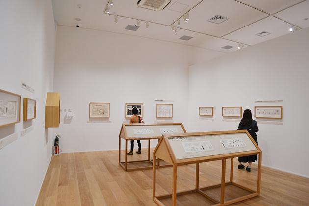 広い展示会場には「ピーナッツ」の原画が60点ほど。資料などを含めると約150点を展示