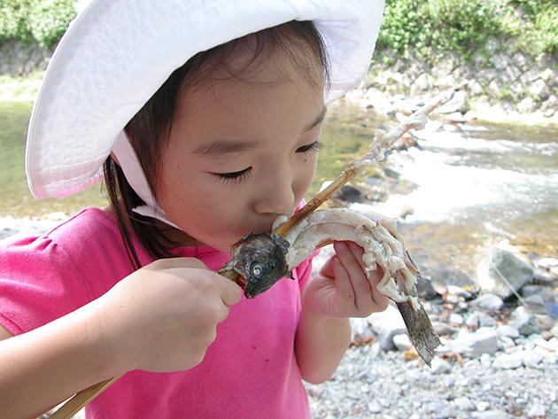 魚を釣って、その場で食べよう! 北浅川恩方ます釣場でマス釣り!