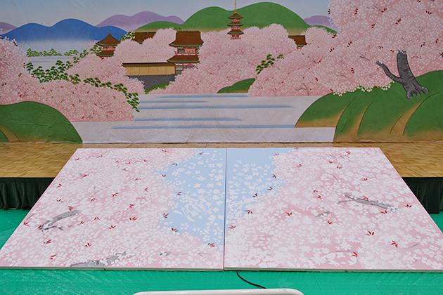 「日本の技体験フェア」プレイベント開催! 歌舞伎の背景画を製作!