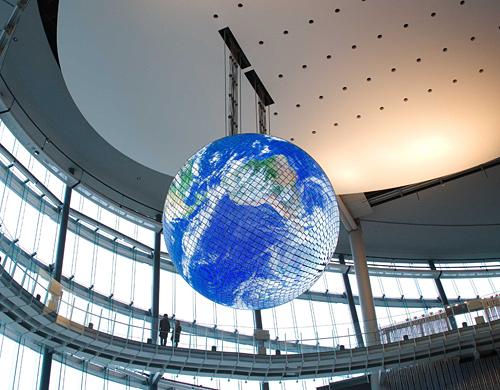 先端科学技術を体験するサイエンスミュージアム「日本科学未来館」
