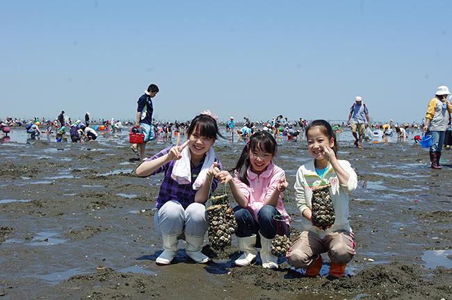 渡し船で遊覧気分も味わえる! 江川海岸潮干狩場
