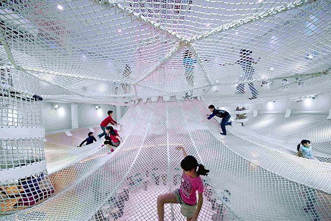 遊んで学べる体験型複合施設「ギャラクシティ」