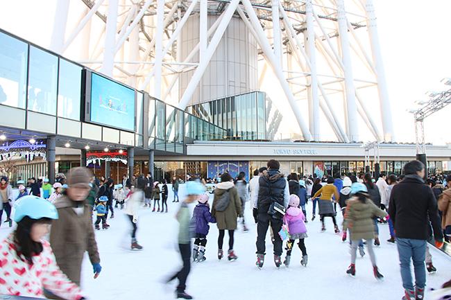 東京スカイツリーを見上げながらアイススケートを楽しもう!トウキョウ スカイツリー タウン アイススケート パーク
