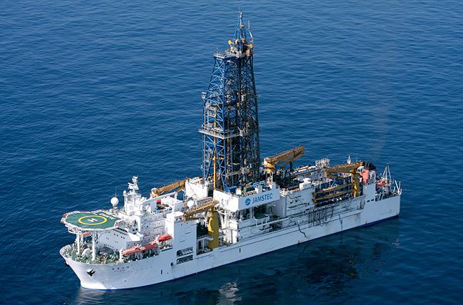 """最新の深海調査船をはじめ、「超深海」や「生物発光」「巨大生物」に迫る! 深海2017 〜最深研究でせまる""""生命""""と""""地球""""〜"""
