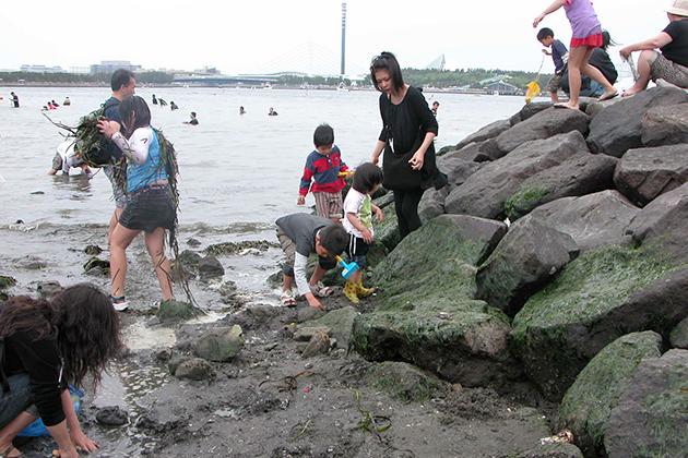 カニと戯れ子供たちも大満足!ゴールデンウィークに「横浜海の公園」で潮干狩り!「横浜海の公園」に潮干狩りに行ってきた!