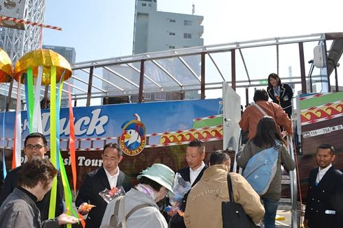 """子供たち大興奮!東京初!「水陸両用バス """"SKY Duck(スカイダック)""""」運行開始!新しい東京観光がスタート!"""