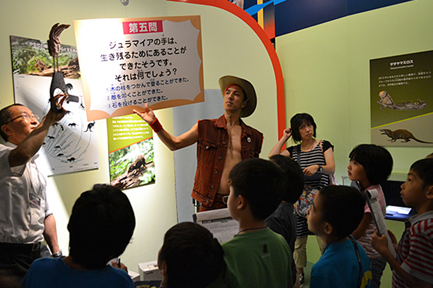 子どもたちが夜の博物館を探険! お笑いコンビ「2700」がゲスト出演!探険ツアー「もっと知りたい! 生命大躍進」が開催!