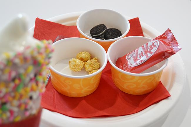 子供は大喜び! オリジナルソフトクリームをつくるコールド・ストーン・クリーマリー「ソフトクリームのトッピング体験」