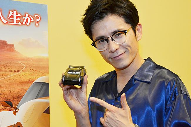 子供たちに大人気ディズニー/ピクサー「カーズ」の最新作「カーズ/クロスロード」でストームの声優を務めた藤森慎吾さんにインタビュー!