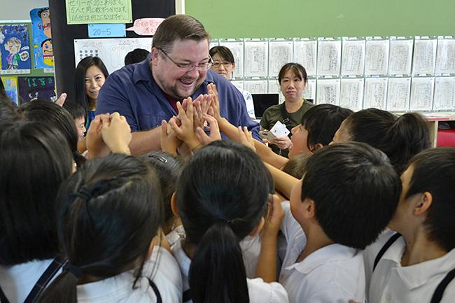 子供だってヒーローになれる! マーベル副社長 C.B. セブルスキー氏が小学校で特別授業!「未来のアベンジャーズを目指そう! 〜マーベル・ヒーローの魅力〜」