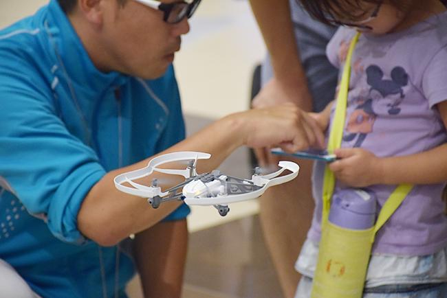 子どもたちも興味津々!「未来のドローンパイロット養成講座」が青山学院大学のキャンパスで開催!参加者募集!