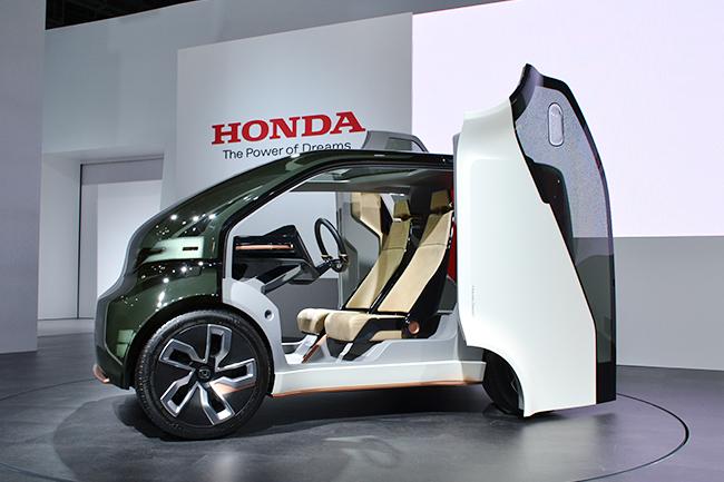 子供と一緒に未来の話をしよう!クルマは「AI(人工知能)」搭載の「EV(電気自動車)」へシフト!第45回 東京モーターショー 2017が開催!第45回 東京モーターショー 2017に行ってきた!
