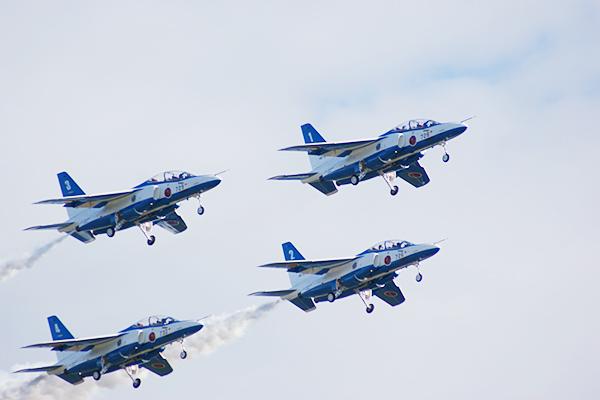 子供も大興奮!家族で楽しめる、毎年11月3日の「文化の日」に航空自衛隊入間基地で開催!ブルーインパルスのアクロバット飛行も行なわれる「入間航空祭」