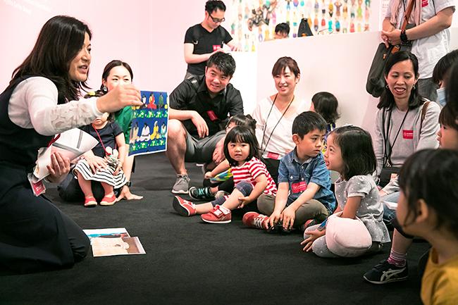 子供と一緒に楽しめる!親子で不思議な空間を体験! キッズ&ファミリー向けプログラム「レアンドロ・エルリッヒ展:見ることのリアル」「おやこでアート ファミリーアワー」