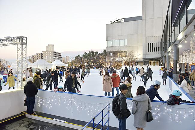 子どもが喜ぶキッズリンクに雪遊びコーナーも設置!東京スカイツリーを見上げながらアイススケートを楽しもう!「TOKYO SKYTREE TOWN® ICE SKATING PARK 2018(トウキョウ スカイツリー タウン アイススケート パーク2018)