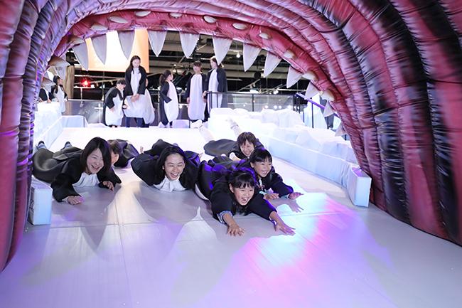 """子供たちが大好きな生きものに """"なれる"""" を体験!2018年4月8日(日)まで日本科学未来館で開催!家族で楽しめる企画展 MOVE 生きものになれる展 -動く図鑑の世界にとびこもう!- に行ってきた!ももいろクローバーZによるユニット「ももくろちゃんZ」も「MOVE 生きものになれる展」を体験!"""