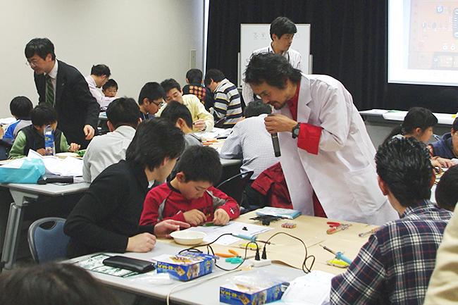 子供たちの参加者募集!岡本太郎美術館でワークショップ「イルミラマを作ろう!」