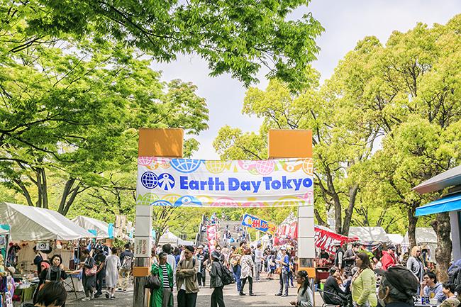 毎回10万人以上が集う日本最大級の地球環境フェスティバル「アースデイ東京2019(Earth Day Tokyo 2019)」が、2019年4月20日(土)・21日(日)に代々木公園で開催!テーマは「Everyday Earthday 〜地球1個分の暮らし〜」。プラスチックを減らす取組みやワークショップなど子供と一緒にたのしめます!