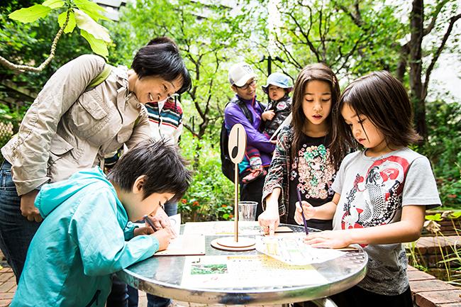 ゴールデンウィーク期間中の2018年5月3日(木・祝)〜5月5日(土・祝)に六本木のアークヒルズで子供と楽しめるワークショップ木育イベント「木とあそぼう 森をかんがえよう with more trees」が開催!
