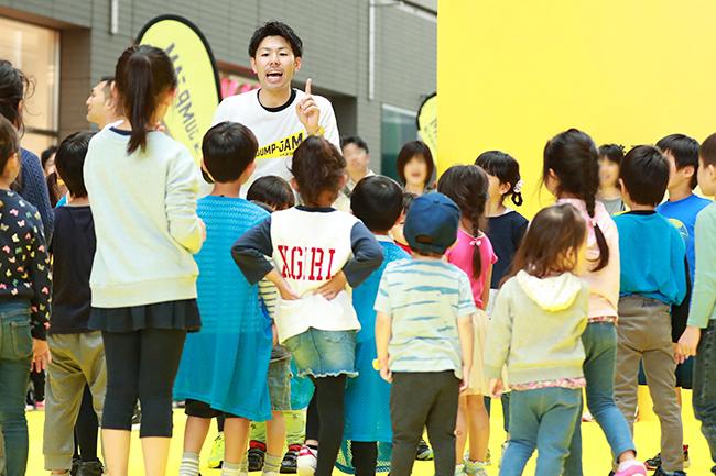 子供たちが遊びながら自己肯定感や社会的スキル、運動能力を養なう「ナイキ」の運動遊びプログラム「JUMP-JAM(ジャンジャン)」を体験できるイベント『JUMP-JAM Park』(ジャンジャンパーク)が2018年5月13日(日)、二子玉川ライズ ガレリアで開催!2018年6月からは都内32ヵ所の児童館で子供たちは体験できます!