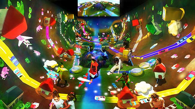 2018年6月21日(木)チームラボの創造的運動空間、身体で世界を捉え、立体的に考える施設「チームラボアスレチックス:運動の森」が、東京・お台場のパレットタウン内の「MORI Building DIGITAL ART MUSEUM: teamLab Borderless(チームラボボーダレス)」にオープン!子供たちが身体を動かして世界を立体的に捉えることで空間認識能力と高次元的思考を養います。