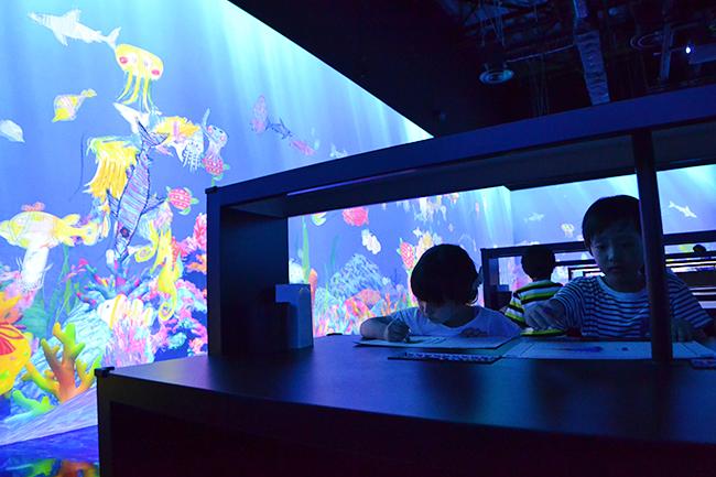 2018年7月7日(土)の七夕、新豊洲にオープンした「チームラボ プラネッツ TOKYO DMM.com」に行ってきた!「チームラボボーダレス お台場(MORI Building DIGITAL ART MUSEUM:EPSON teamLab Borderless/チームラボボーダレス)」との比較、子供とはプラネッツとボーダレスとどっちに行く?