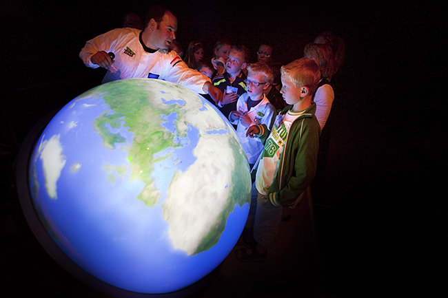 "At the Roppongi Hills Observatory ""Tokyo City View"", it is perfect for children's learning from July 13 (Fri) to September 2 (Sun) in 2018, moving whales, tuna, global warming, etc. to the living Earth Event ""Ocean Earth Museum 2018"" holding the digital globe ""Touching Earth"" showing the appearance of the sea! Events and workshops too!"