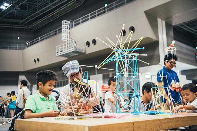 2018年8月4日(土)・5日(日)東京ビッグサイトで日本最大のテクノロジーDIYイベント「Maker Faire Tokyo 2018」が開催!新しいテクノロジーとユニークな発想でつくられた作品の展示とデモンストレーション。ワークショップや子供たちの夏休みの自由研究にも!