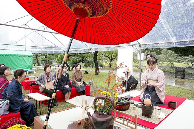 日本の伝統文化・芸能を国内外へ広く発信することを目的に、子供たちや外国人など、誰もが気軽に参加できる大規模な茶会「東京大茶会 2018」が、2018年10月20日(土)・21日(日)に浜離宮恩賜庭園で開催!子供と一緒に茶道を体験!江戸東京たてもの園でも!