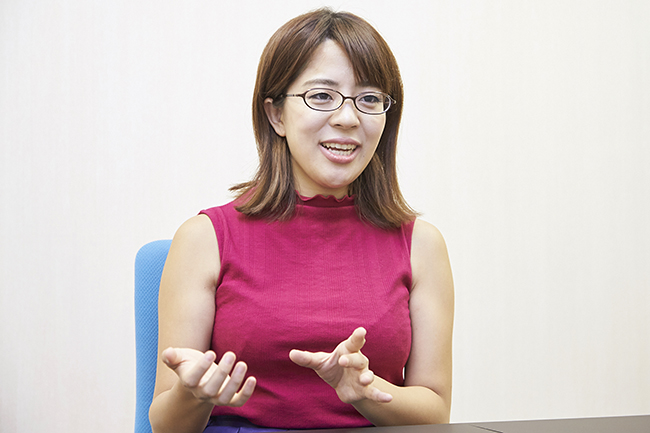 昆虫や動物など、生き物についての圧倒的知識とユニークな発言で人気の慶應義塾大学SFC研究所研究員で学生作家、女ムツゴロウという異名を持つ篠原かをりさんにインタビュー!高校時代、生物の偏差値が105もあったという篠原さんに、子供たちに何かに興味を持ってもらう方法、昆虫や動物から学んだこと、昆虫好きの仕事などについてお伺いしました!