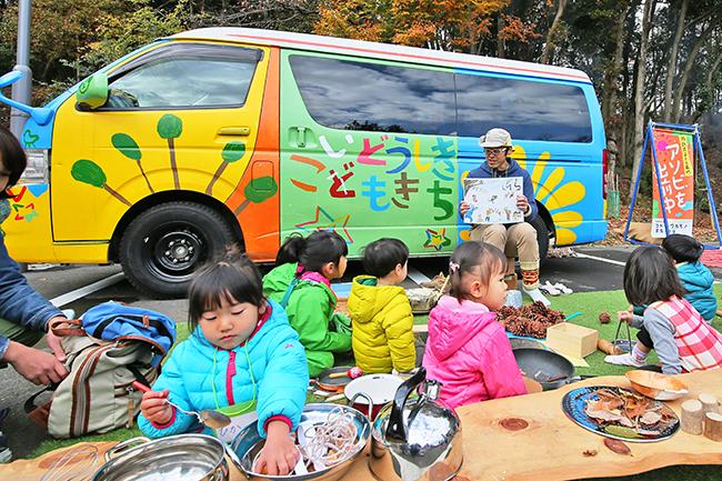 子供と一緒に盆踊りを楽しもう!六本木の夏の風物詩「六本木ヒルズ盆踊り 2018」が2018年8月24日(金)〜26日(日)に開催!子供と一緒に六本木ヒルズで盆踊りを楽しもう!子供向けワークショップも開催!