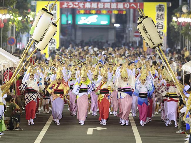 「第34回南越谷阿波踊り」が2018年8月24日(金)〜26日(日)に開催!そして今回も大好評企画「こども」にわか連が8月25日(土)・26日(日)に開催!本格的な阿波踊り指導を受けてから大勢の観客の待つメインストリートで流し踊りを披露!
