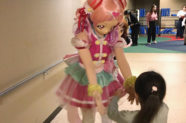 歴代最高の大ヒットスタートを記録した、子供たちに大人気の『映画HUGっと!プリキュア♡ふたりはプリキュア オールスターズメモリーズ』。2018年10月21日(日)の舞台挨拶付き完成披露上映会には『キッズイベント』のプレゼントに当選したプリキュア大好き親子も参加!『映画HUGっと!プリキュア♡ふたりはプリキュア オールスターズメモリーズ』の映画の感想はこちら!
