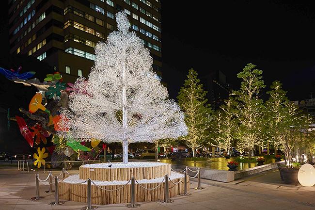 東京ガーデンテラス紀尾井町では、2018年11月12日(月)〜2019年2月14日(木)まで「KIOI WINTER 〜輝きの集い2018〜」を開催!箱根ガラスの森美術館とコラボレートした約6メートルのクリスタルツリーも登場!