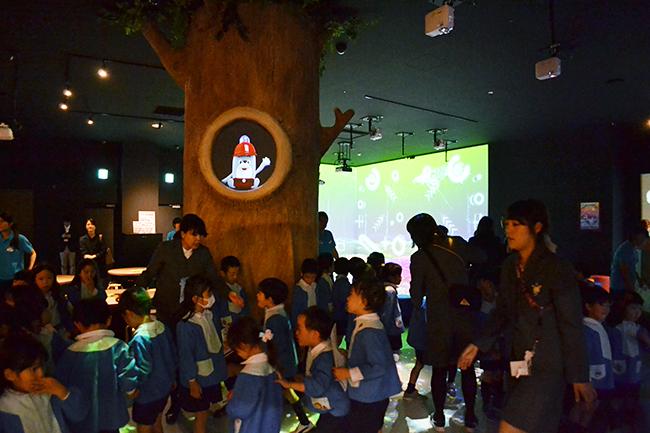 2018年11月2日(金)、プロジェクションマッピングなどのデジタル技術を活用した、子供たちが楽しめる知育アトラクション満載の体験型知育デジタルテーマパーク「Little Planet × XFLAG ダイバーシティ東京プラザ」がオープン!「Little Planet × XFLAG ダイバーシティ東京プラザ」に行ってきました!