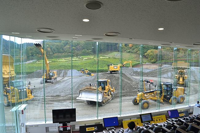 子供たちにも大人気の働くクルマ、工事現場で活躍するブルドーザー、油圧ショベルを展示する企画展「『工事中!』〜立ち入り禁止!?重機の現場〜」が2019年2月8日(金)〜5月19日(日)まで日本科学未来館で開催!2018年11月8日(水)、展示予定車種となるブルドーザ、油圧ショベルなどのデモンストレーションが日本キャタピラーD-Techセンターで開催!