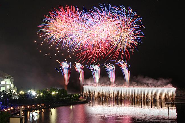 横浜・八景島シーパラダイスでは2019年2月28日(木)まで冬期ナイトイベント「Mystical Island 2018(ミスティカル アイランド)」を開催! 光とイルカのナイトショー「LIGHTIA(ライティア)」と「冬のシーパライルミネーション」でこの冬を盛り上げます!