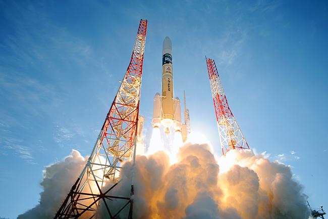 三菱みなとみらい技術館では、2018年12月1日(土)〜2019年1月14日(月・祝)まで、企画展「ロケット×人工衛星-最新宇宙ミッションを追え!-」を開催!身近な生活に密接に関わっている人工衛星やロケットについて、その成り立ちから最新ミッションまでを紹介!宇宙航空研究開発機構(JAXA)のスタッフや、三菱重工業株式会社のロケットの現場に関わったエンジニアが来館。子供たちが最新の情報に触れられるスペシャルイベントも開催し、宇宙に対する興味や関心を促進します。