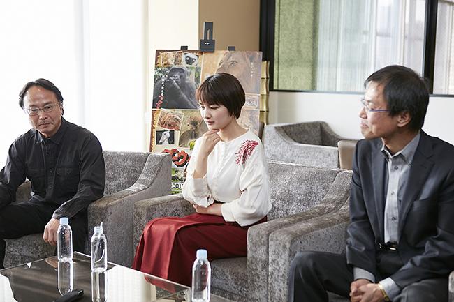 NHK総合テレビの人気動物番組「ダーウィンが来た! 生きもの新伝説」が初の映画化!アフリカという厳しい自然の中で力強く生きるライオンとゴリラの3つの家族の姿を追った『劇場版 ダーウィンが来た! アフリカ新伝説』が2019年1月18日(金)より全国公開!ナレーションを務めた女優の葵わかなさんに映画や映画の見どころについてインタビュー!子供はもちろん、家族一緒に観てほしい動物たちの家族の物語の映画です。