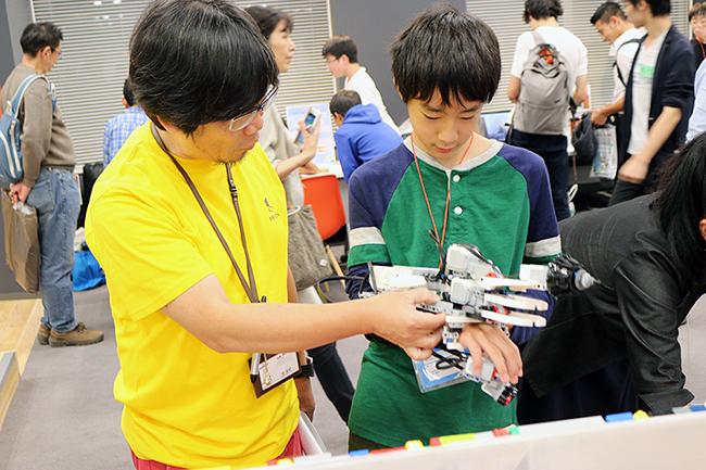 2019年2月9日(土)~10日(日)の2日間、子供によるプログラミングやロボット製作の作品発表会『ワンダーメイクフェス 5』が日本科学未来館で開催!また最新のテクノロジーやガジェットを体験できるワークショップ、プログラミング教室も開催!