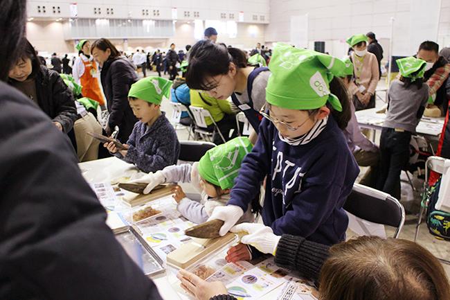 コープみらいの食育「たべる、たいせつ」をテーマにした『コープみらいフェスタ きやっせ物産展 2019』が2019年2月17日(日)に幕張メッセで開催!子供向けには山崎製パンによるサンドイッチ教室やにんべんによるかつおぶし削り体験などのイベントも実施!