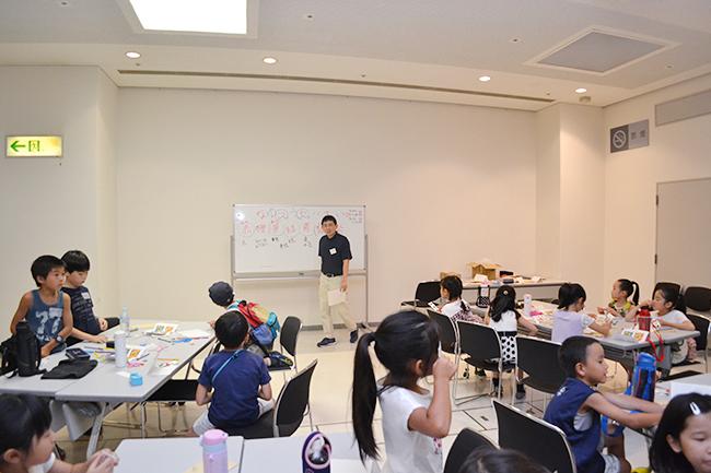 """実験や観察などの体験を通じて科学や数理への興味を抱く""""きっかけづくり"""" を行なう人気のイベント「ダヴィンチマスターズ」の第9回を、2018年8月10日(金)、横浜市のハウスクエア横浜内「住まいの情報館」で開催、たくさんの子供たちが参加しました!"""