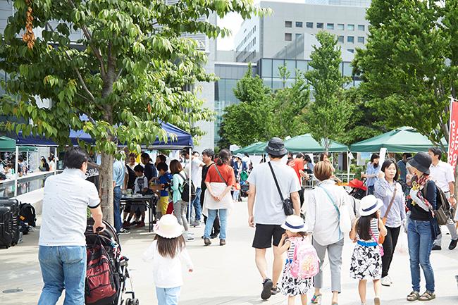 子供と一緒に楽しめる、品川シーズンテラスでは「買う」「会話する」「食べる」「体験する」ことができる都心型マルシェ「SHINAGAWA シーズンマルシェ(品川シーズンマルシェ)」を、2019年3月2日(土)から毎月第一土曜日に定期開催します。