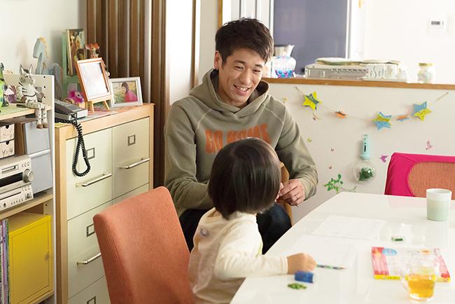 圧倒的クオリティのキャラクター弁当がメディアでも注目を集め、2015年にAmebaブログのデイリー総合ランキングで1位を獲得。お弁当に込められる母からの愛情あふれるメッセージに心打たれる同名原作を篠原涼子主演で実写映画化。『今日も嫌がらせ弁当』が2019年6月に全国公開!