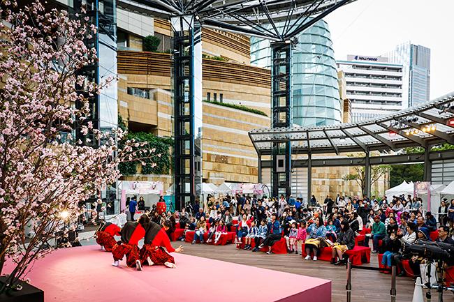 2019年4月5日(金)〜7日(日)に「アークヒルズ さくらまつり 2019」が開催!子供たちが参加できる体験型ワークショップや音楽パフォーマンス、グルメ屋台など五感で楽しめるさまざまななイベントを実施。お花見も!